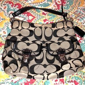 Coach Daisy Signature Pocket Hobo F23392